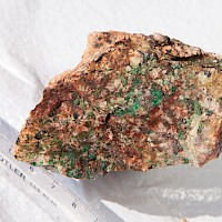 Malachite and hematite coating fractures in Quartz